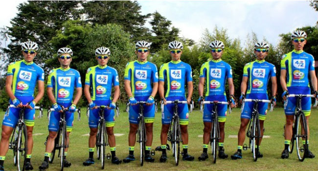 El equipo de ciclismo 4 72 colombia presenta su nuevo for Equipos de ciclismo