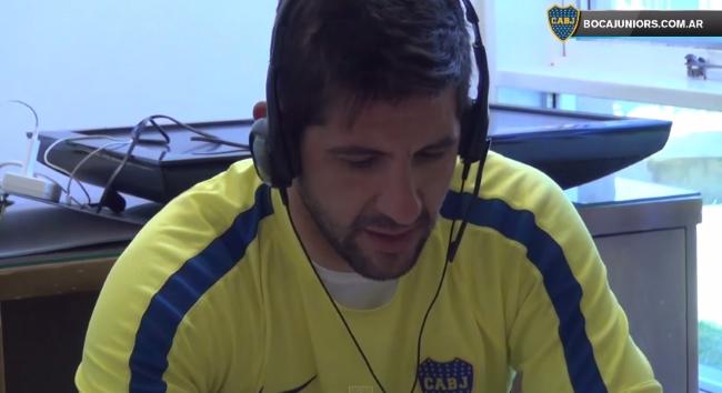 En el 2015, en Boca atienden el teléfono los jugadores y el DT