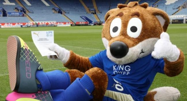 Insólito: La mascota del Leicester firma contrato con Puma