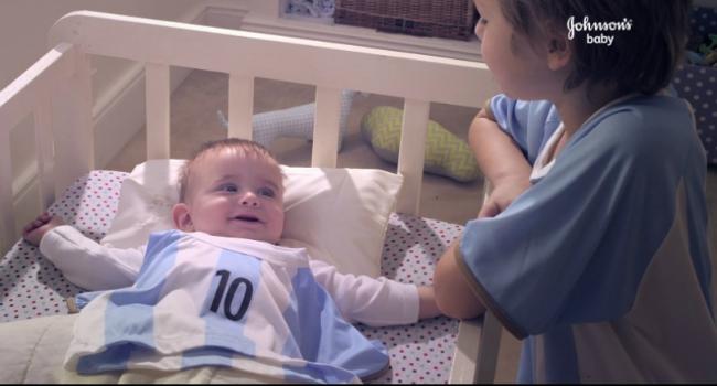 """""""Cuando nace un bebé, nace un hincha"""" lo nuevo de Johnson's Baby de cara al Mundial"""