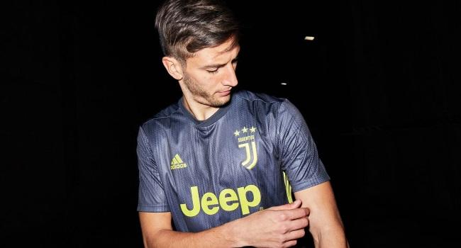 80ae3fc572cf5 adidas Football revela la tercera camiseta de Juventus para la temporada  2018 19