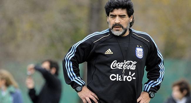 Maradona  'Volvería a dirigir a la selección gratis'