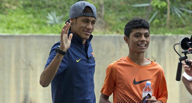 Con Nike, Neymar le cumple el sueño a un chico en Kuala Lumpur
