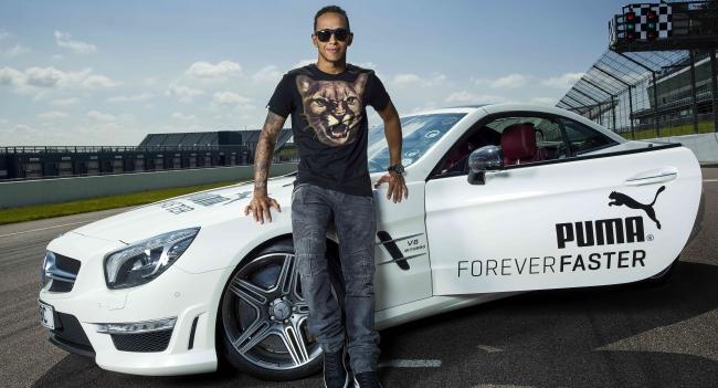 Lewis Hamilton da la entrevista más rápida de la mano de Puma